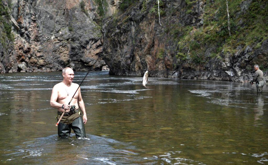 На фото В. Путин на рыбалке.