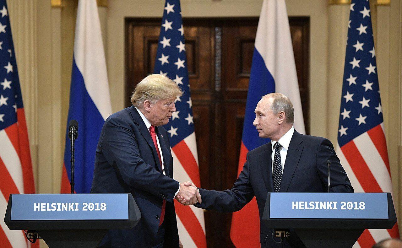 На фото В. Путин и Д. Трамп.
