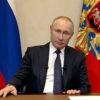 Владимир Путин в кабинете.