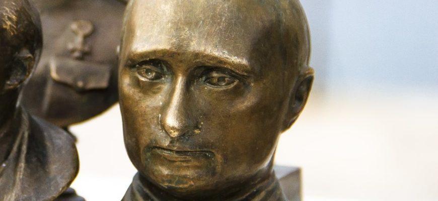 Скульптура Владимира Путина.