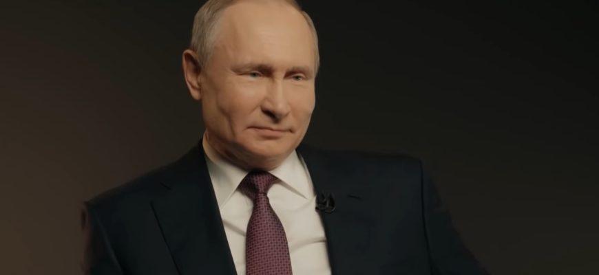 Путин на черном фоне.