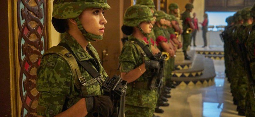 Девушки солдаты.
