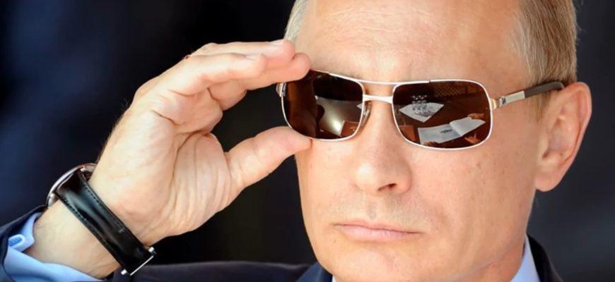 Владимир Путин в солнечных очках.