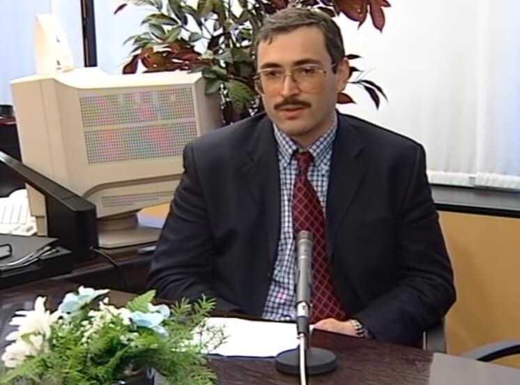 Ходоровский дает интервью.